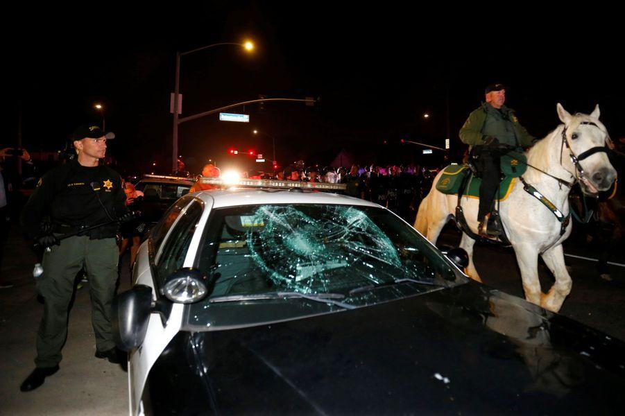 "En Californie, les manifestants disent ""Fu** Trump"""