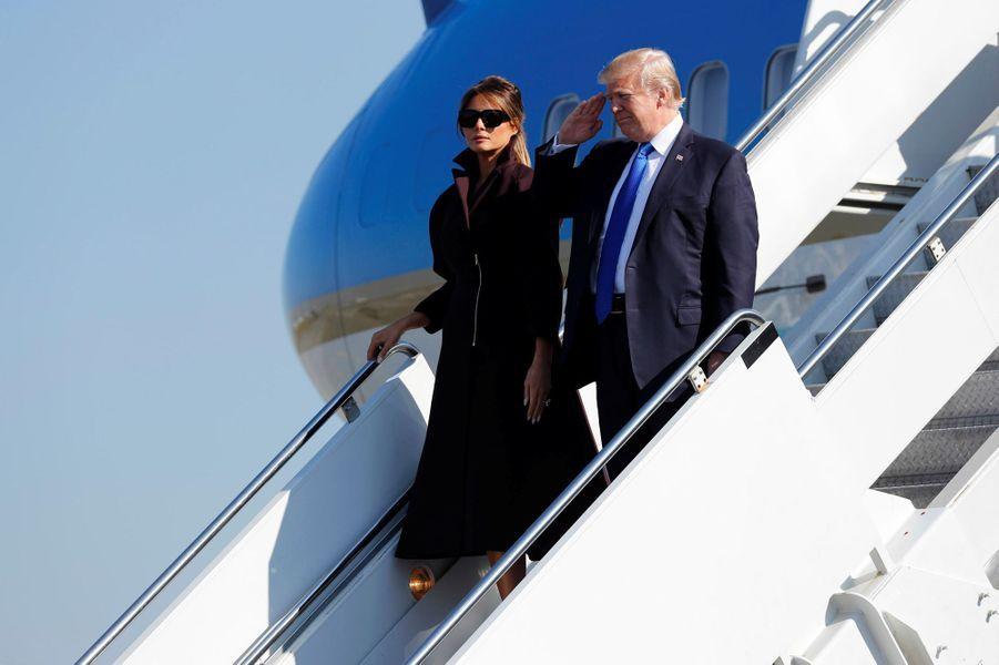 Melania et Donald Trump en route pour Séoul, le 7 novembre 2017.