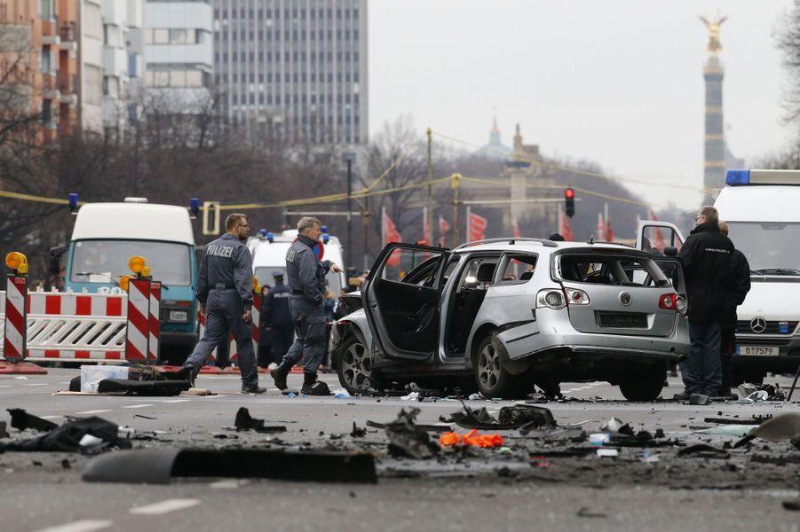 Un engin explosif tue le conducteur d'une voiture à Berlin, la piste de l'homicide est privilégiée