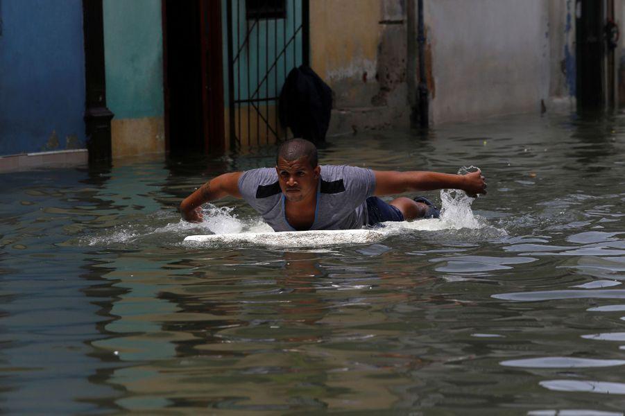 La Havane les pieds dans l'eau.