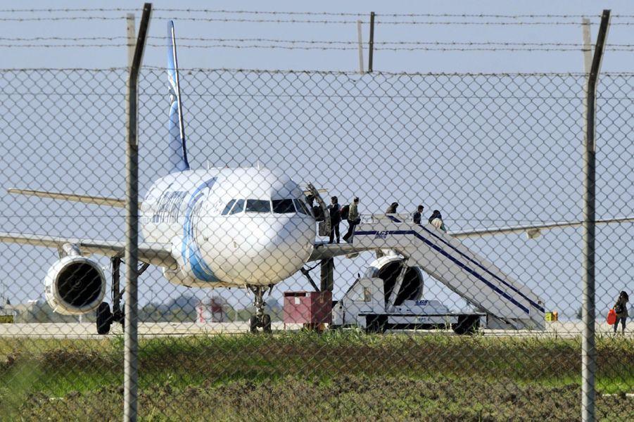 """Un avion égyptien détourné sur Chypre, pas de lien avec """"le terrorisme""""."""