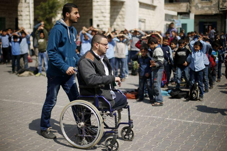 Ahmed, triple amputé et professeur à Gaza