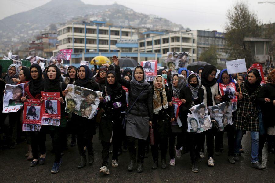 A Kaboul, les Hazaras crient leur colère après la découverte des corps de sept personnes décapitées