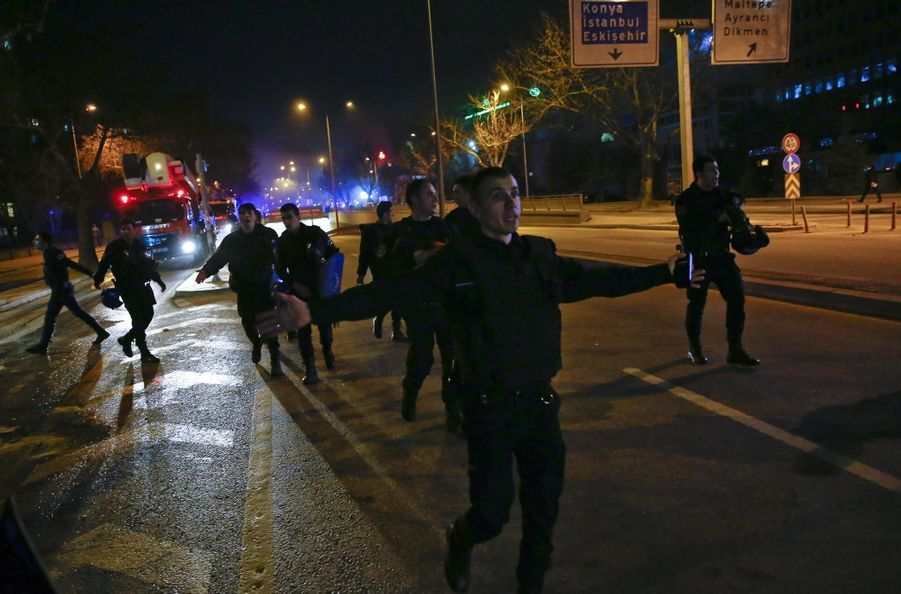 Attentat contre un convoi de bus de l'armée à Ankara