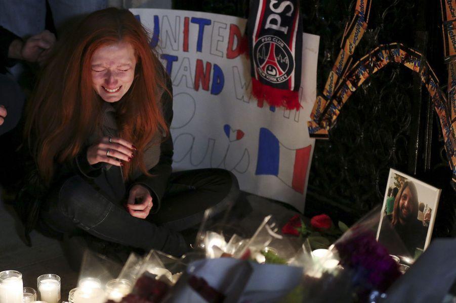 Les larmes de Polina, dont le compagnon Nick Alexander a été tué au Bataclan vendredi 13 novembre