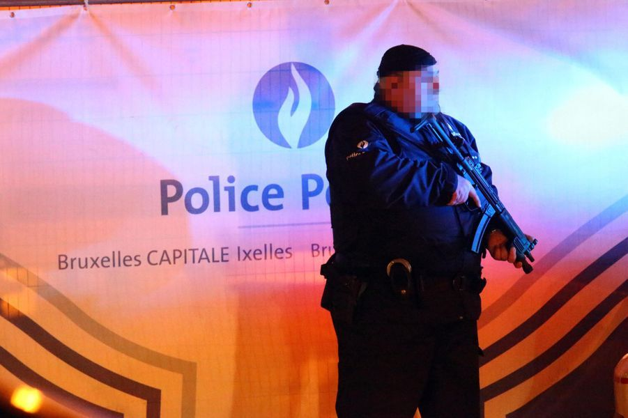 Nuit de recherches à Molenbeek, en Belgique, après les attentats de Paris