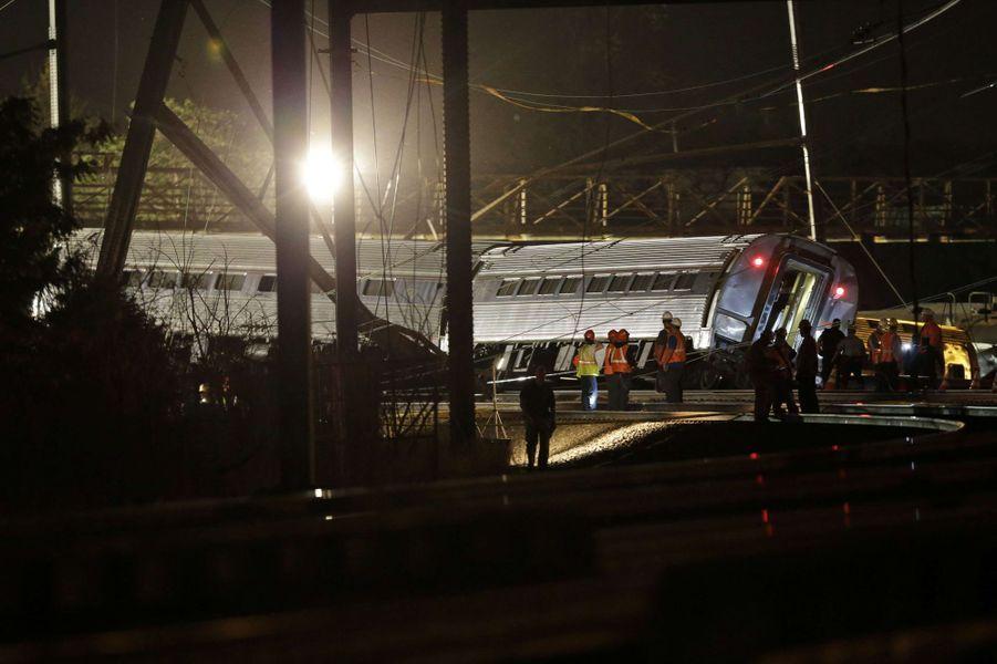 Au moins cinq morts dans le déraillement d'un train