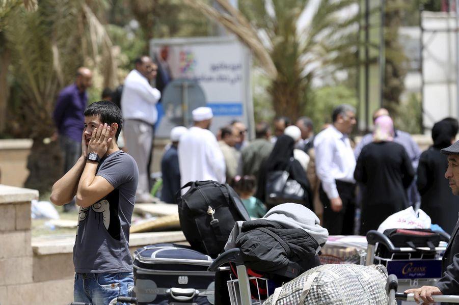 Devant l'aéroport de Sanaa