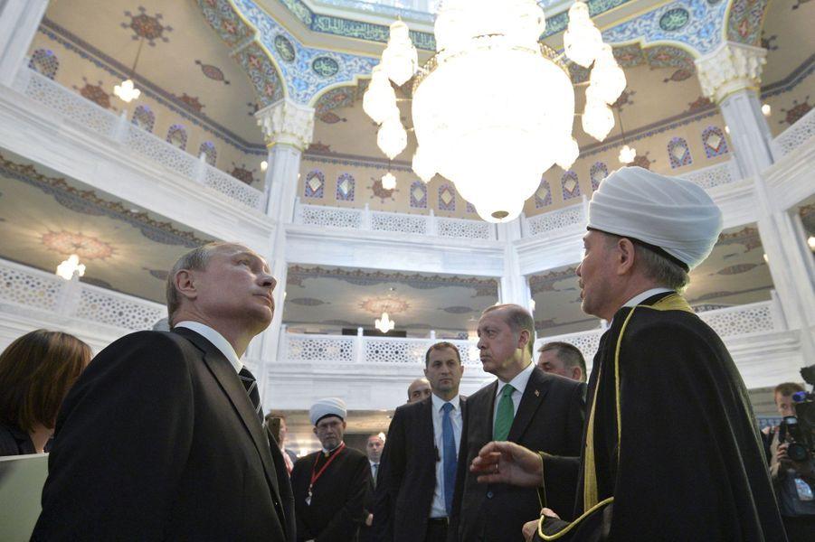 Avec Abbas et Erdogan, Poutine inaugure une mosquée