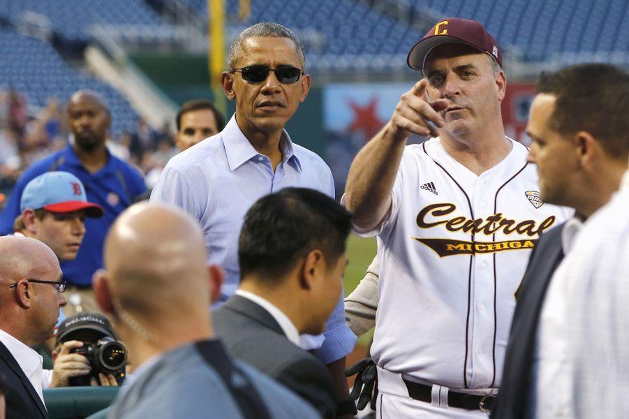 Barack Obama a assisté vendredi au match de base-ball opposant Démocrates et Républicains à Washington