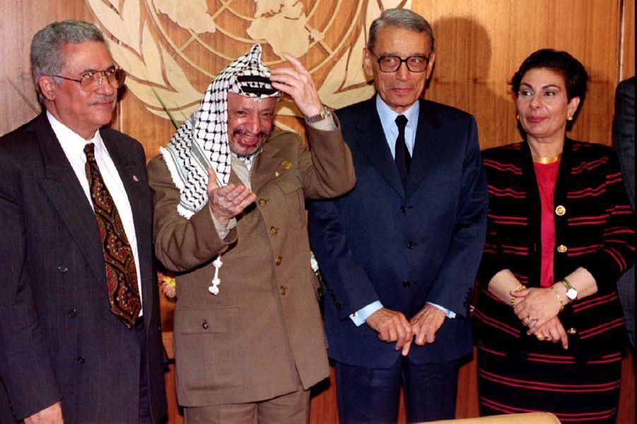 Mahmoud Abbas, Yasser Arafat, Boutros Boutros-Ghali et Hanan Ashrawi aux Nations unies, en septembre 1993