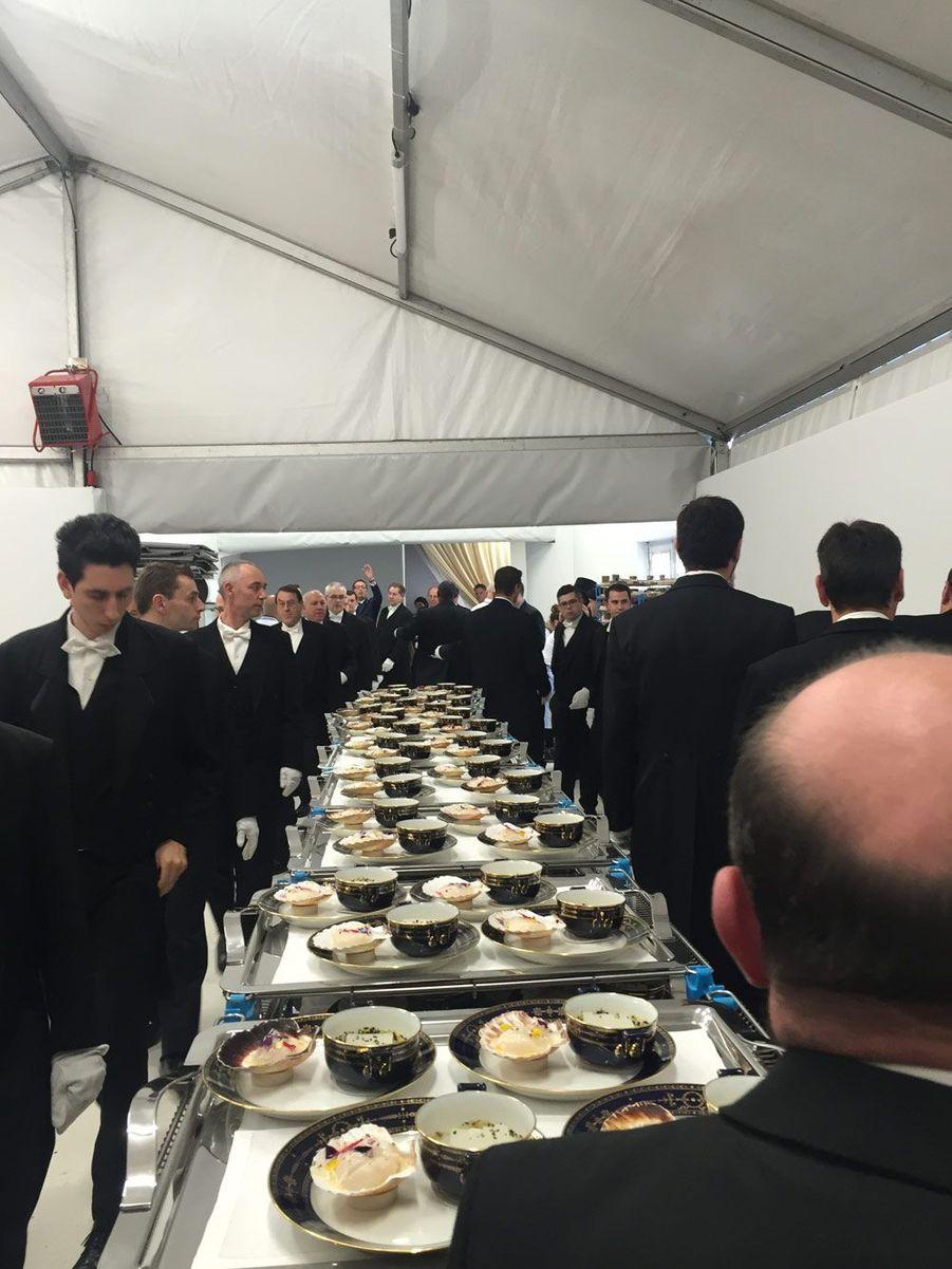14h10. Les entrées vont arriver sur les tables des chefs d'Etat