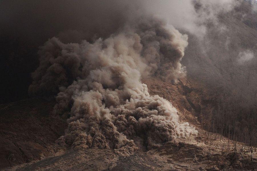 Dans les cendres du mont Sinabung