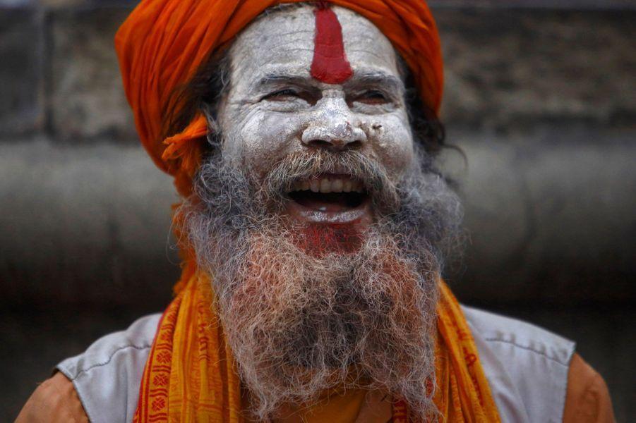 De nombreuses offrandes sont faites à Shiva, et chaque fidèle doit accomplir des pûjas (rituel de purification), avec des feuilles de bili du lait. Un jeûne doit être respecté toute la journée.