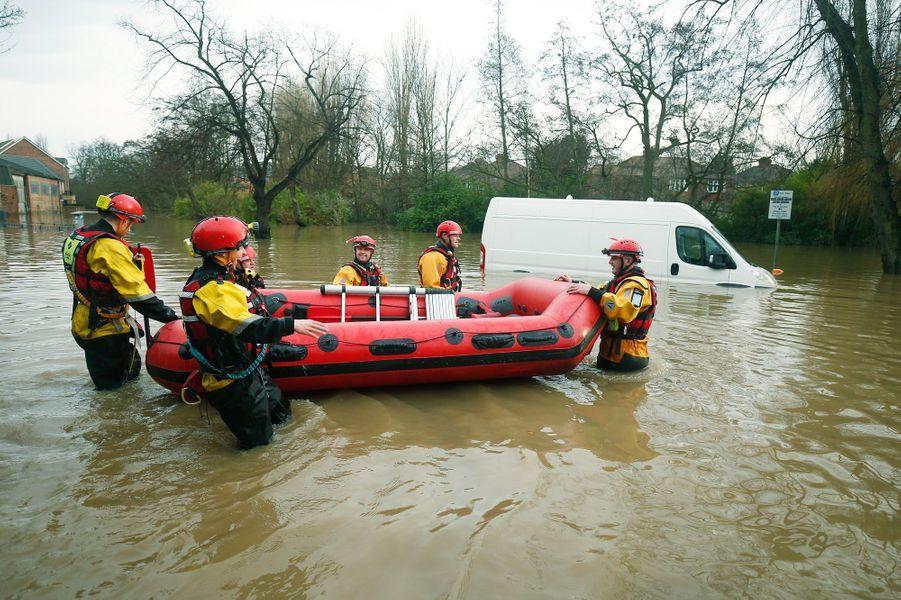 Des renforts militaires pour aider le nord de l'Angleterre