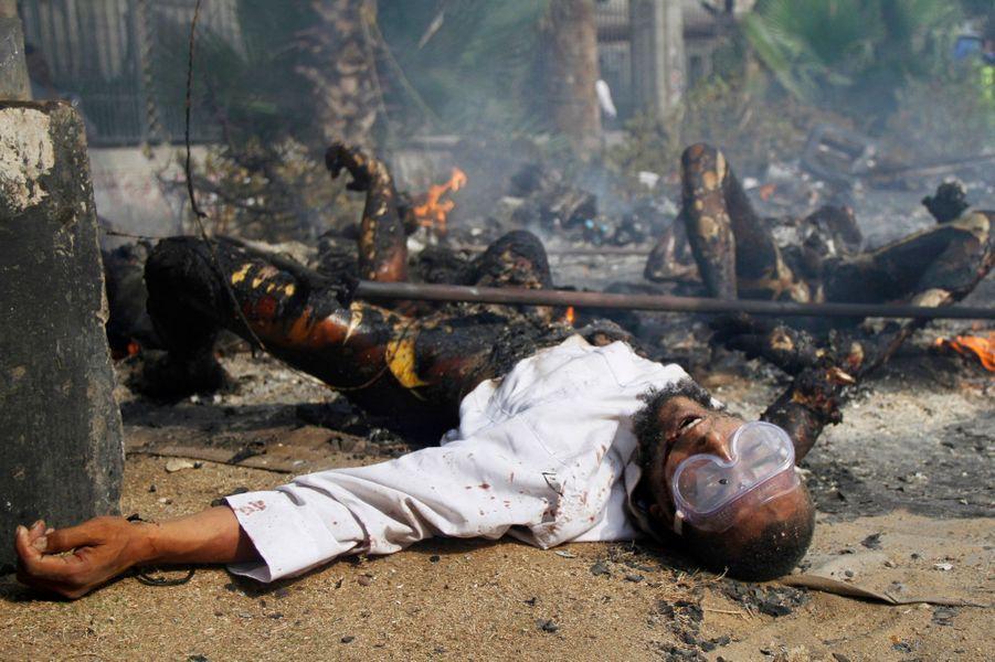 Mercredi 14 août, dans le sud du Caire, l'un des campements des Frères musulmans, qui protestaient contre l'éviction du président Mohammed Morsi, a été pris d'assaut.