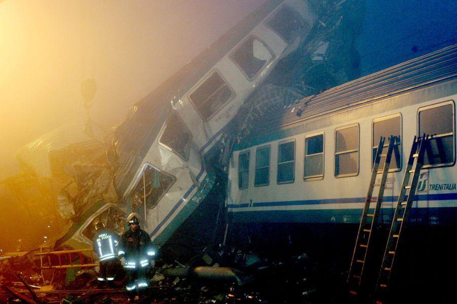 Les accidents dramatiques de Brétigny et Compostelle, qui ont fait 6 et 80 morts, ont rappelé que les trains, mêmes s'ils sont l'un des moyens de transports les plus sûrs, ne sont pas infaillibles. En 2005, une collision entre deux wagons avait fait 17 morts en Italie. Cinq ans plus tard, en Belgique, 19 personnes avaient péri dans une catastrophe similaire. Plus récemment, à Lac-Mégantic au Canada, un train contenant du pétrole a déraillé, tuant au moins 34 riverains.
