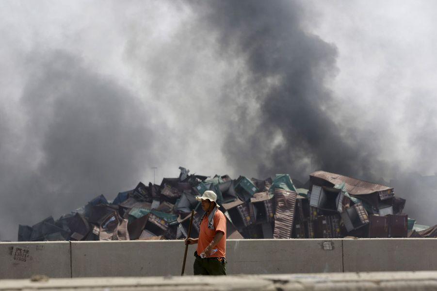 A Tianjin, l'heure du constat au lendemain des explosions qui ont fait au moins 50 morts