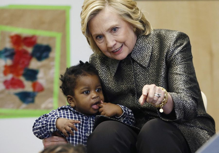 Hillary Clinton prend soin des petits Américains