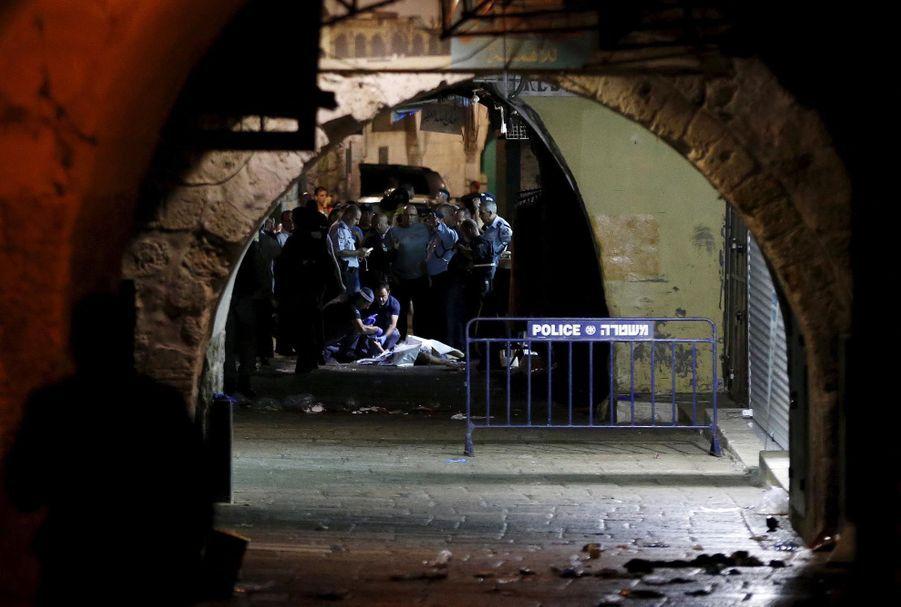 Le coprs du Palestinien qui a tué deux Israéliens dans la Vieille ville samedi soir