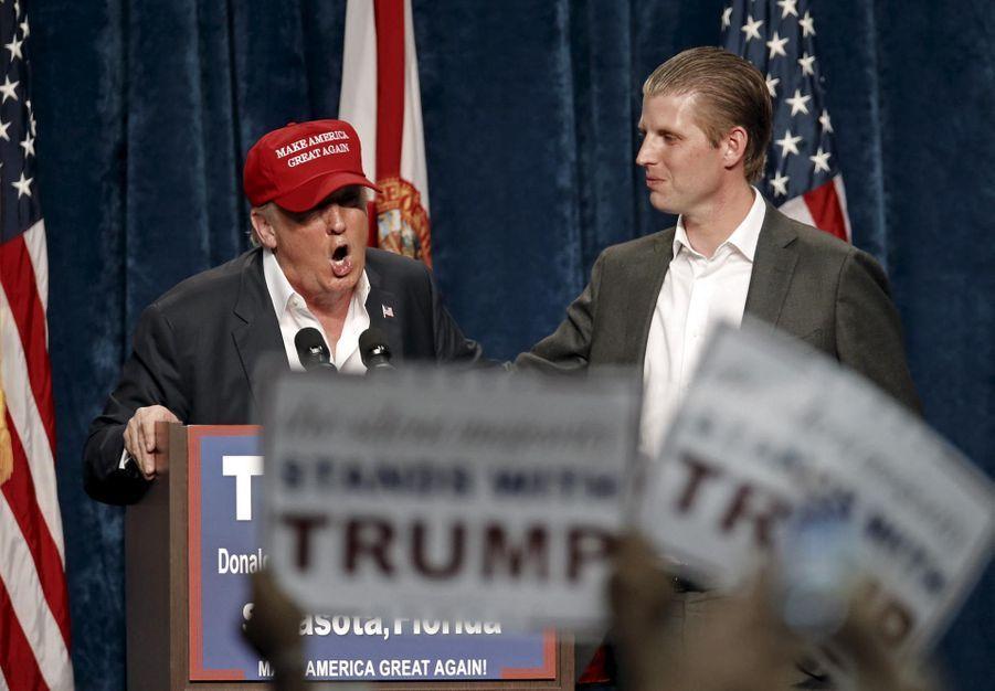 Donald Trump et son fils Eric à un rallye en novembre 2015