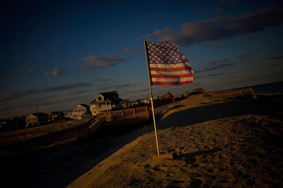 Un an après le passage de l'ouragan Sandy sur la cote Est des Etats-Unis, le New Jersey offre toujours un spectacle de désolation. Malgré l'aide fédérale débloquée en urgence pour venir en aide aux sinistrés, de nombreuses maisons restent inhabitables et la cote porte toujours les stigmates du passage meurtrier de l'ouragan. Plus de 200 personnes avaient trouvé la mort.