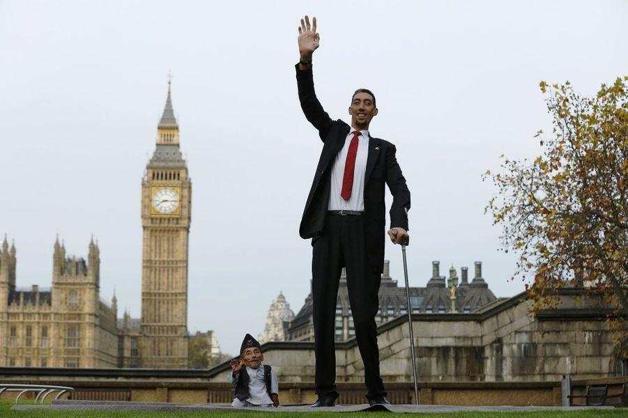 L'homme le plus petit et le plus grand du monde
