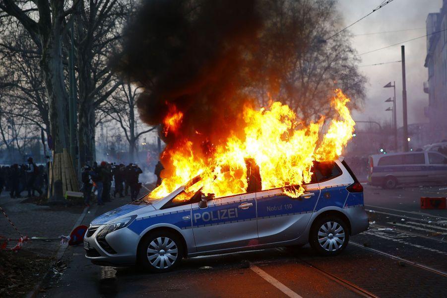 L'inauguration de la BCE vire à l'émeute