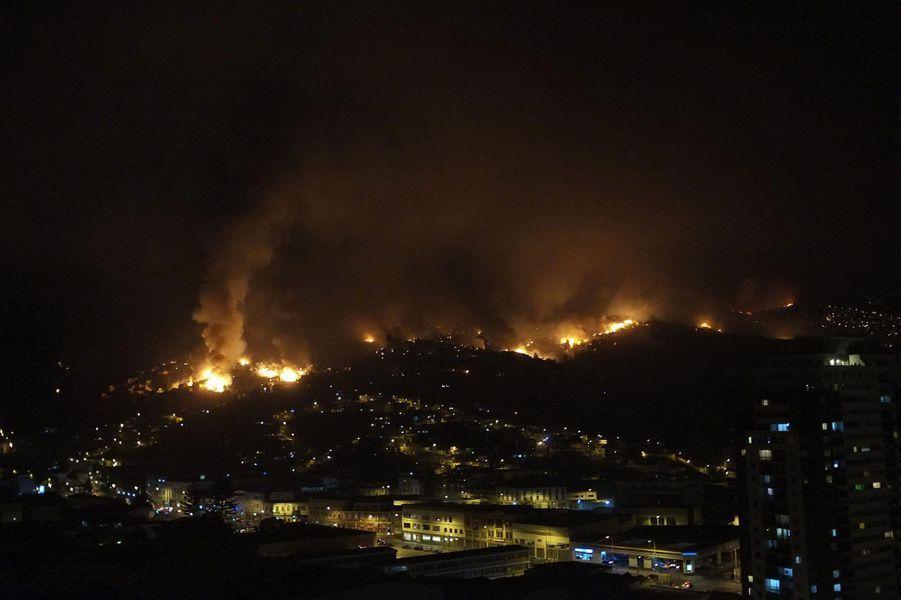 L'incendie géant qui ravage Valparaiso