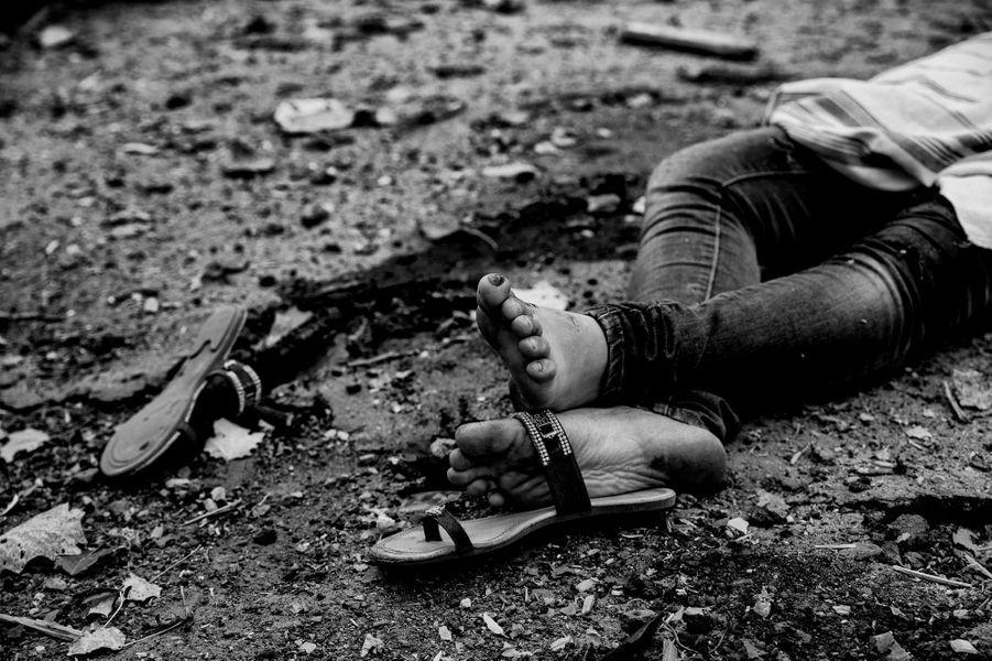 A la suite d'un bombardement de l'armée Ukrainienne, un couple et leur fille de 10 ans ont trouvé la mort dans le quartier de Kalininsky.