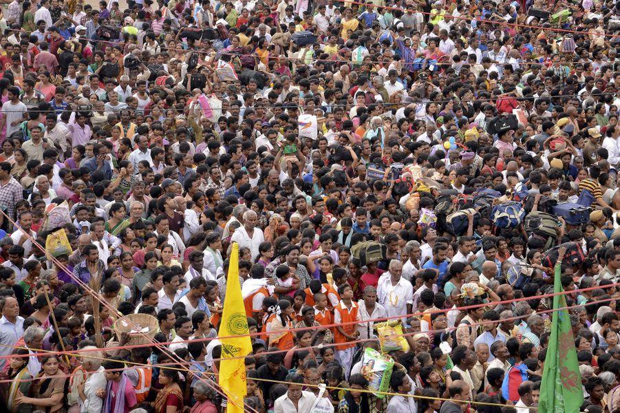 La procession religieuse vire au drame en Inde