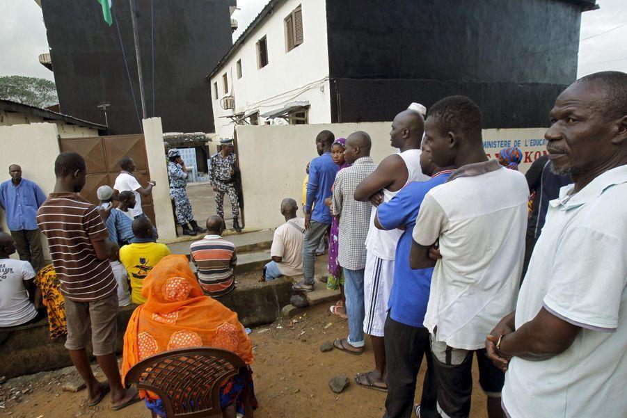 Un bureau de vote à Abidjan