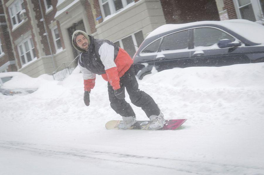 Snowboard et luge à Boston grâce au blizzard Juno