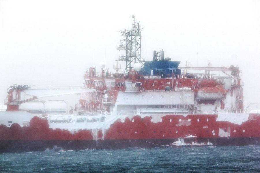 L'Aurora Australis s'est échoué dans l'Antarctique lors d'une tempête de neige