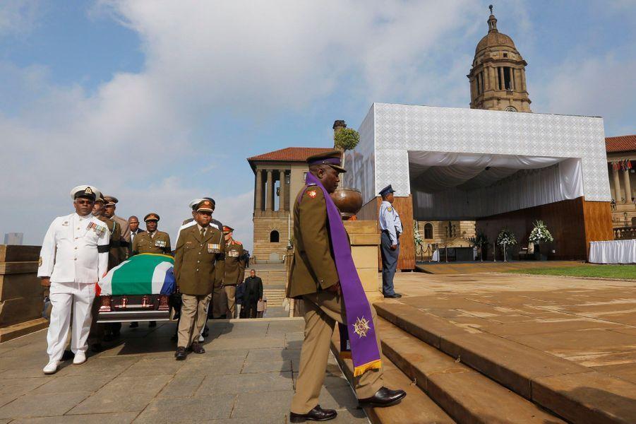 Le nouvel hommage de la foule à Mandela