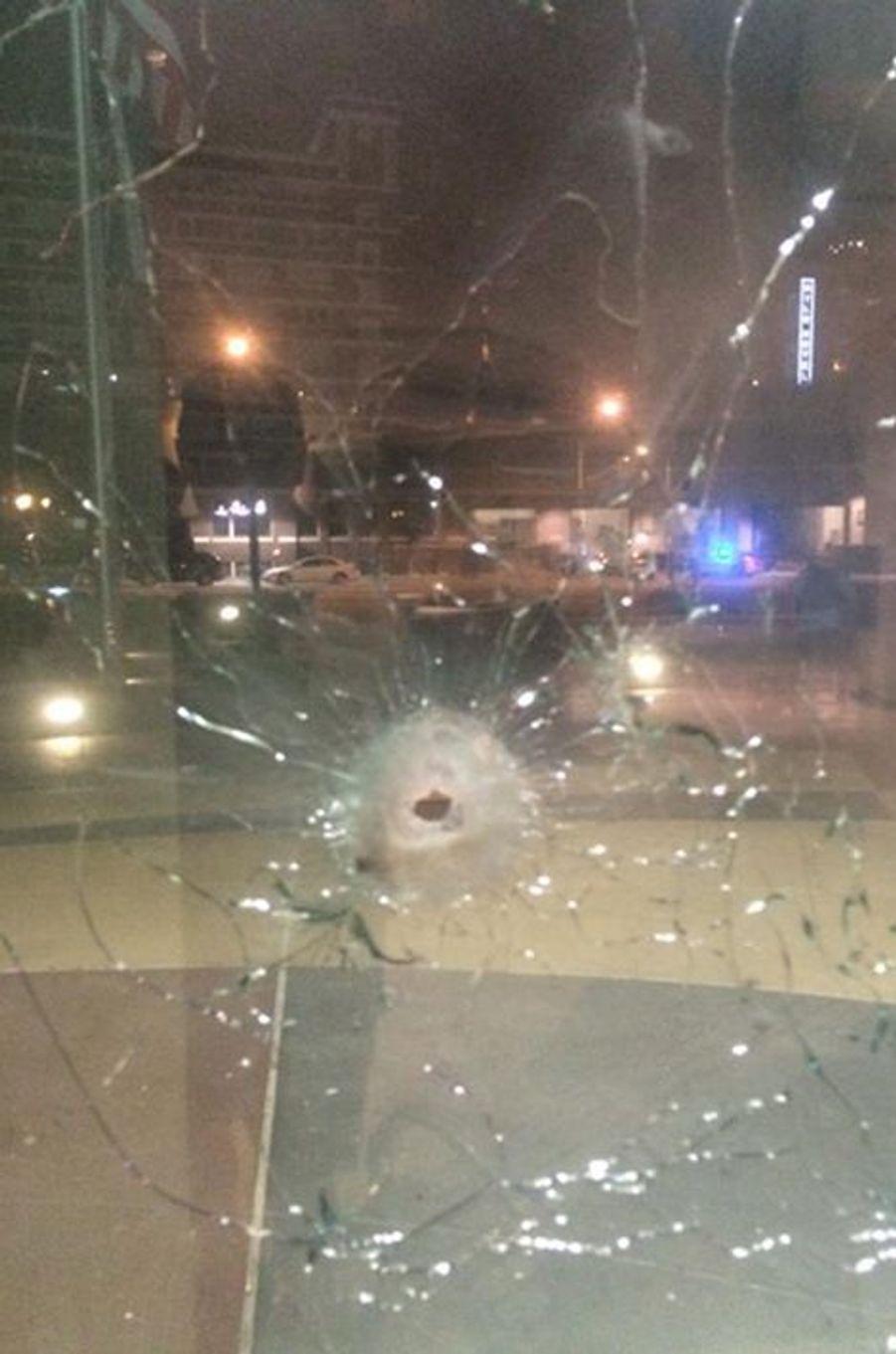 Le siège de la police de Dallas a été attaqué par un homme armé, qui a été tué