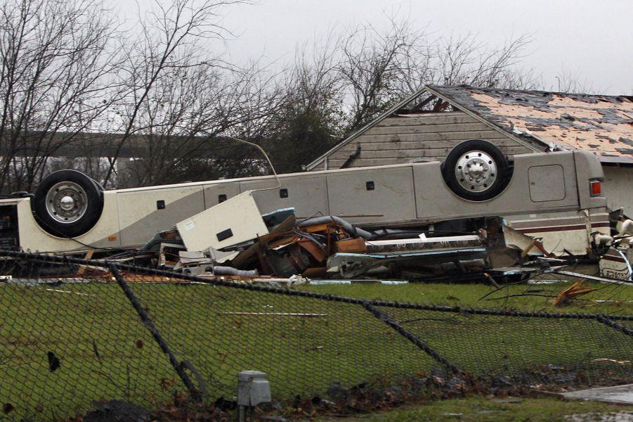 Le Texas dévasté par des tornades et tempêtes