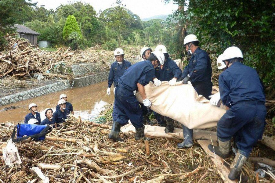 Le typhon de la décennie ravage le Japon