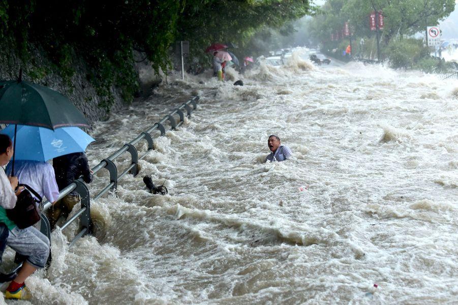 Le typhon Dujuan dévaste Taïwan et la Chine