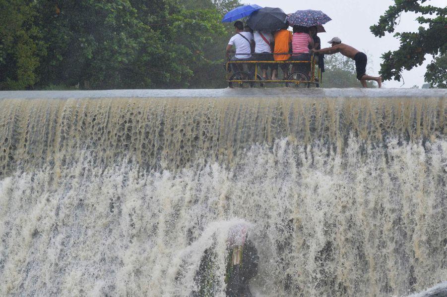 Le typhon Koppu s'abat sur les Philippines