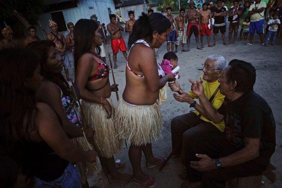 Le vieux chef de la tribu, Biboy, s'est rendu à Brasilia pour demander au gouvernement brésilien de mettre fin à l'exploitation de mines d'or illégales sur leur territoire.