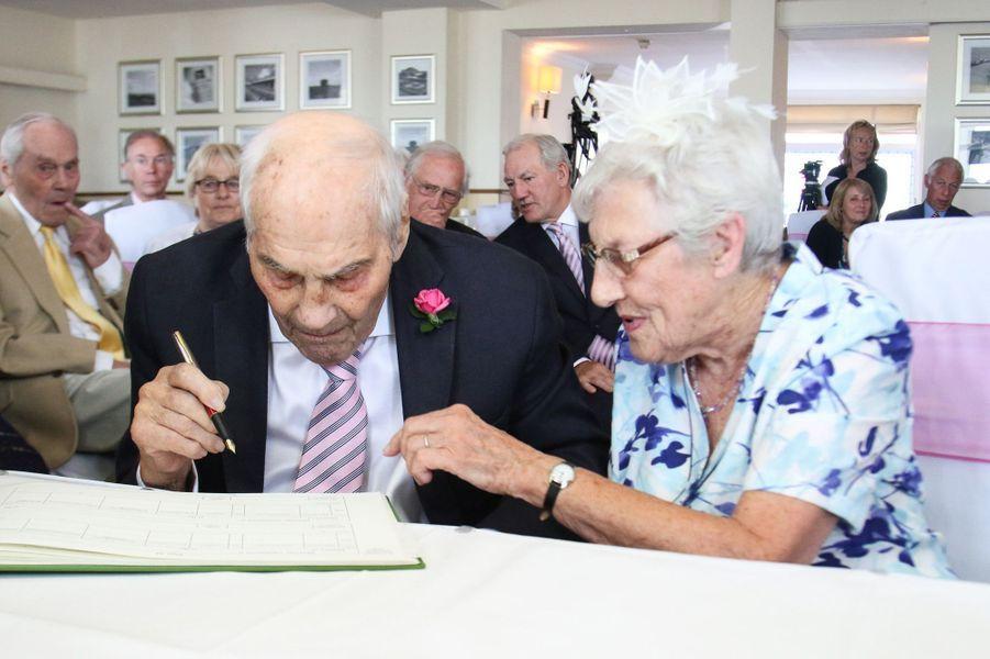 """George et Doreen se sont dit """"oui"""" à 103 et 91 ans"""