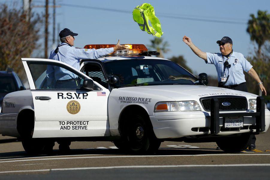 Les policiers volontaires de la brigade de la police de San Diego
