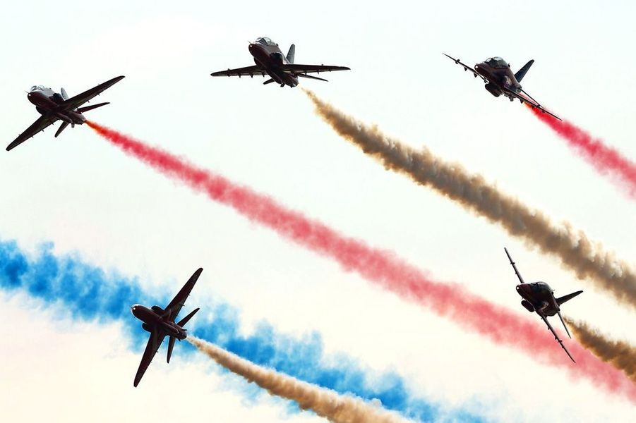 "Les ""Red Arrows"" de la Royal Air Force fêtent son 50e anniversaire"