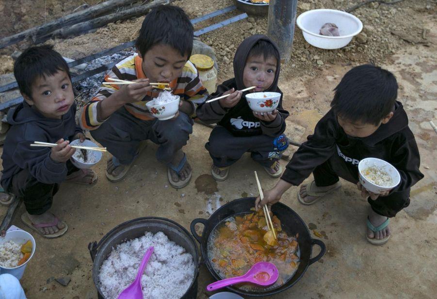 Des enfants du Kokang au camp de Nansan