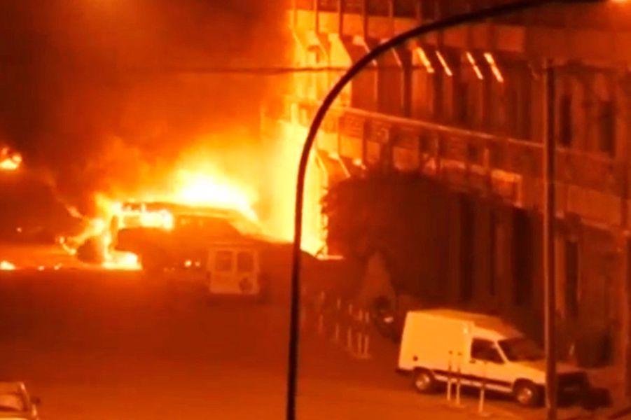 Au moins 20 personnes auraient été tuées dans l'attaque djihadiste à Ouagadougou
