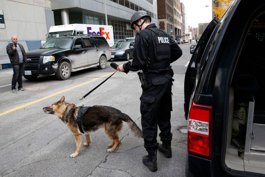 Des rondes de police à la recherche d'un suspect