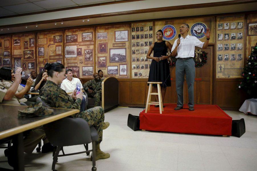 Barack et Michelle Obama avec les Marines à Hawaï