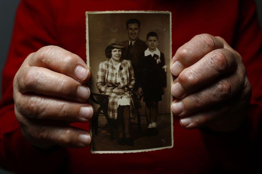 Bogdan Bartnikowski avait 12 ans lorsqu'il a été déporté à Auschwitz Birkenau