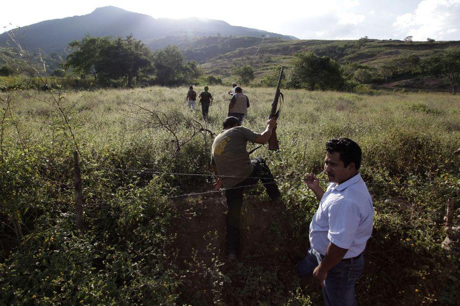 Une milice civile a capturé un homme suspecté d'avoir violé plusieurs enfants à Acatempa, au Mexique
